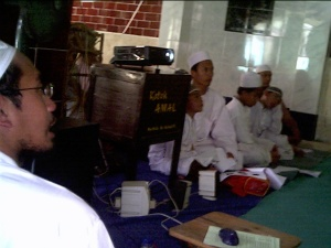 dibimbing ust.H.Mahfudz Muhaimin ngaji manasik haji 15 Desember 2007